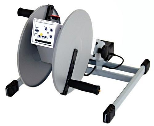 přístroj pro pohybová cvičení nohami a rukami